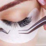 Die 10 Dinge, die Sie über Wimpernverlängerungen wissen müssen